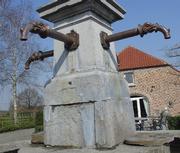 Antieke bronzen fonteinuitloop – Antique bronze spray tap.