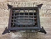 Smeedijzeren deurluikjes op alle maten verkrijgbaar - Wrought iron door hatches available in all sizes.