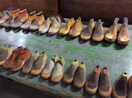 7500 pair shoe last on stock Import export wholesale shipping worldwide Industrial vintage Antique Furniture and decorative
