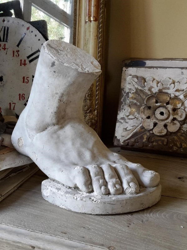Decorative plaster foot
