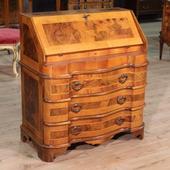 Venetian moved bureau in walnut and boxwood of the twentieth century