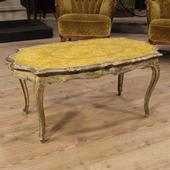 Venetian coffee table in lacquered and painted wood of the 20th century