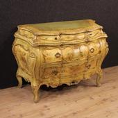 Venetian chest of drawers in lacquered and painted wood of the 20th century
