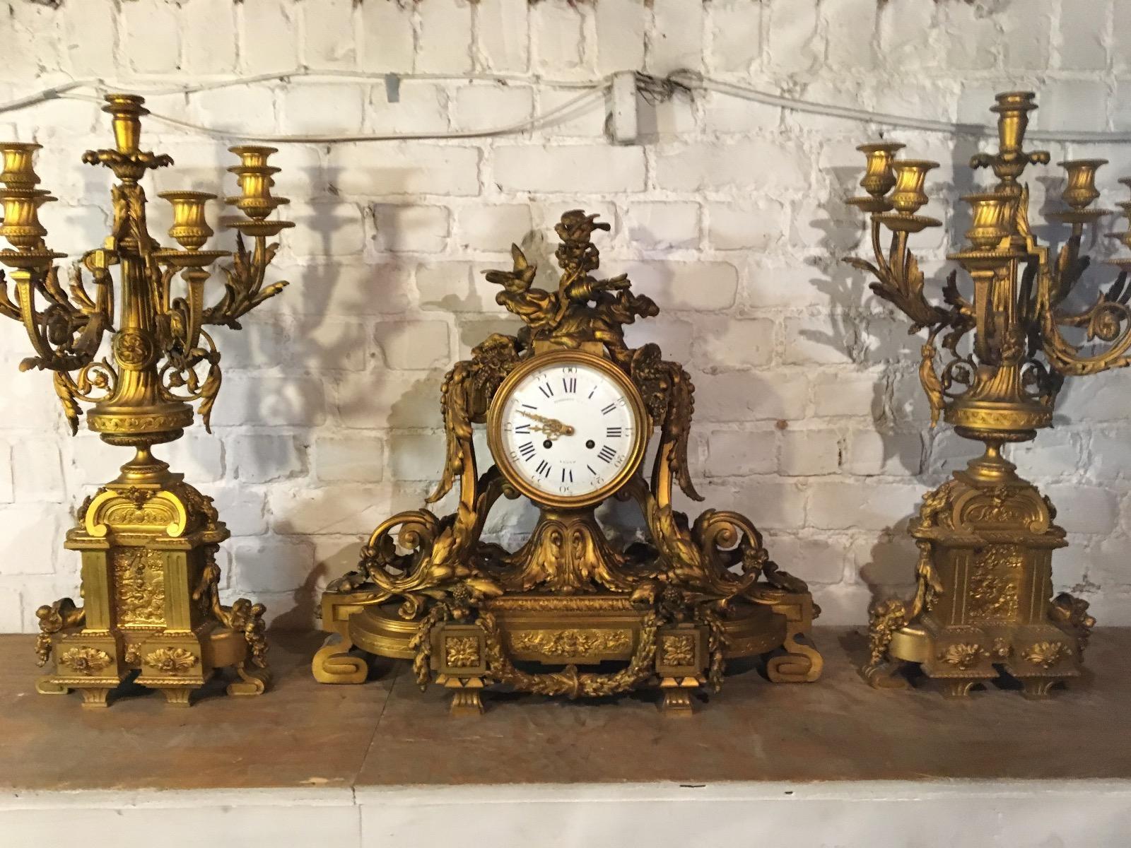 Bronzen clock
