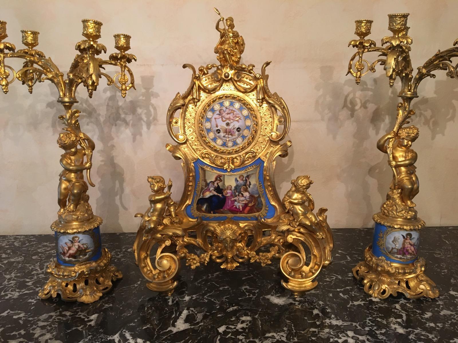 Bronze clock set met plaket Sévre